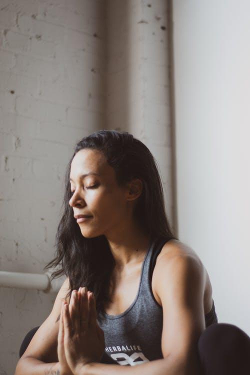 Best Yoga Asanas to Get Rid of Dark Circles